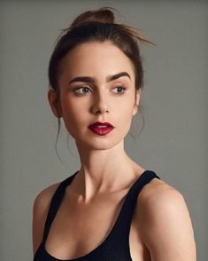 Lily Collins News LilyCollins for ELLE Japan ellejapan Female Magazine femalemag and Vogue Espaa voguespain Lily Collins Eyebrows, Lilly Collins Makeup, Lily Collins Short Hair, Beautiful Actresses, Natural Makeup, Girl Crushes, Makeup Looks, Hair Beauty, Celebrities