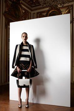 Sfilata Lanvin New York - Pre-collezioni Primavera Estate 2013 - Vogue Runway Fashion, Fashion Show, Fashion Design, Big Fashion, Fashion Brands, Wide Stripes, Fashion Articles, Outdoor Outfit, Passion For Fashion