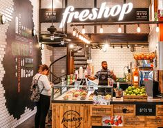 FRESHOP is a juice bar chain with stands located mainly in shopping malls. It offers a wide range of fruit juices, smoothies, yogurts and other healthy treats. With the incentive of keeping Freshop a leading player in their field, we decided that a compl…                                                                                                                                                                                 Más