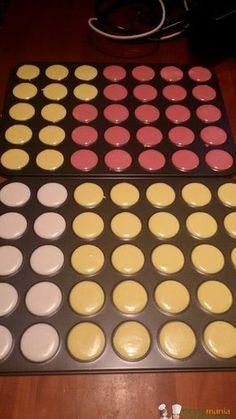 Macaron Bimby, preparare i deliziosi biscottini francesi a base di albume e mandorle non è mai stato così semplice. Per preararli occorrono: 125 gr di... Macaroons, Macaroon Cookies, Sweet Cooking, Cooking Chef, Food Therapy, Italy Food, Cheesecake Cupcakes, Plum Cake, Macaron Recipe