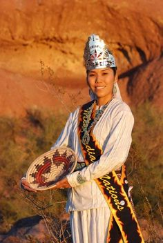 A Navajo lady Native American Beauty, Native American Photos, American Spirit, American Indian Art, Native American History, American Indians, Navajo Nation, We Are The World, Native Indian