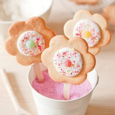 Our baking kit containing all the ingredients to make 15 delicious flower shaped shortbread cookies on a stick. Decorations include sugared sweets and sprinkles.