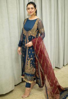 Pakistani Fashion Party Wear, Pakistani Dress Design, Pakistani Outfits, Indian Outfits, Indian Fashion, Pakistani Clothing, Stylish Dresses For Girls, Casual Dresses, Short Dresses