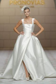 """Robe de mariée """"Celene"""", Pronovias - EN IMAGES. Dix robes de mariée de la collection 2015 Pronovias - L'EXPRESS"""