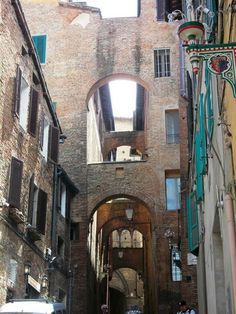 Siena..love the alleyways!