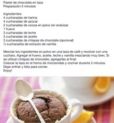 Pastel de chocolate en una taza