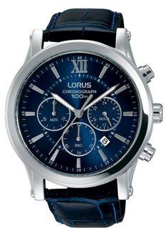 Lorus Herenhorloge Chronograaf' Donkerblauw RT345FX9, Een prachtige stoere chronograaf. De kast is zilverkleurig en zowel de band als de wijzerplaat zijn donkerblauw. De wijzers zijn lichtgevend in het donker zodat u dan ook kan zien hoe laat het is. Dit trendy horloge is 100 meter waterdicht en de stopwach kan seconden, minuten en uren meten tot maximaal 24 uur. Een stoer, modern en degelijk horloge. U heeft 2 jaar garantie op het uurwerk. Batterijtype 920 en 371, merkafhankelijk.