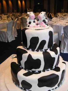 I've always collected pictures of unusual wedding cakes. Here are some of my latest pictures, some are strange, some weird and some just v. Unusual Wedding Cakes, Diy Wedding Cake, Wedding Cake Decorations, Beautiful Wedding Cakes, Wedding Cake Designs, Beautiful Cakes, Amazing Cakes, Unique Weddings, Wedding Ideas
