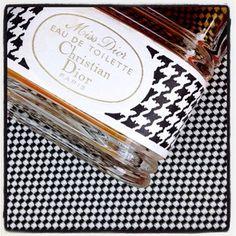 La vie rétro,la vie en noir et blanc, la belle vie en Miss Dior! #parfum du jour #ChristianDior #vintage  #scent of the day