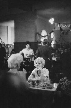 1976, Berlin-Mitte, Auguststrasse, Clärchens Ballhaus, © Sibylle Bergemann