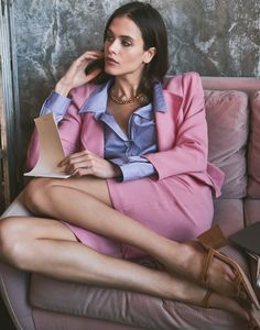 Dean Isidro for Grazia Italia with Darya Kostenich   Fashion Editorials Fashion Today, Daily Fashion, Office Fashion Women, Womens Fashion, Cool Style, My Style, Office Ladies, Color Rosa, Elegant Outfit