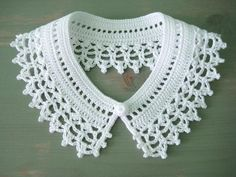Crochet Patterns Lace Collar that embellishes your dress or sweater. The crochet collar can be … T-shirt Au Crochet, Crochet Motifs, Irish Crochet, Crochet Stitches, Crochet Patterns, Crochet Collar Pattern, Crochet Lace Collar, Crochet Shirt, Diy Crafts Crochet