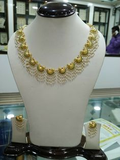 Jwellery to make Pearl Necklace Designs, Gold Earrings Designs, Gold Jewellery Design, Bead Jewellery, Beaded Jewelry, Lotus Jewelry, Pearl Necklaces, Pearl Jewelry, Indian Jewelry Sets
