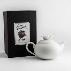 #lunac #lunaporcelain #porcelain #teapot #teatime #designer #gift #capetown #rose #floraldesign Teapot, Tea Time, Floral Design, Porcelain, Mugs, Rose, Tableware, Gifts, Handmade