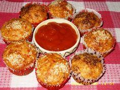 Briose cu cascaval, carnati afumati si gogosari murati - http://www.gustos.ro/retete-culinare/briose-cu-cascaval-carnati-afumati-si-gogosari-murati.html