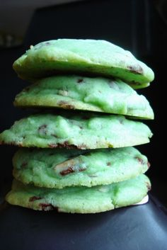 Mint Chocolate Chip sugar cookies.  Another pinner said: This site has all the best cookie recipes