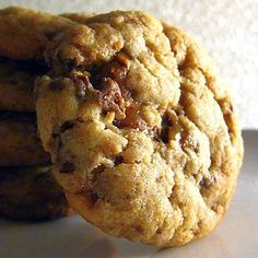 Heath Bar Cookies With All Purpose Flour Salt Baking Soda Unsalted Butter Gr Heath Bar Cookies, Toffee Cookies, Cookie Brownie Bars, Candy Cookies, Cookie Desserts, Chip Cookies, Just Desserts, Cookies Et Biscuits, Heath Bar Dessert