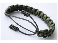 """How to Make a """"Cow Hitch"""" Adjustable Paracord Survival Bracelet by CbyS Paracord and More - YouTube"""