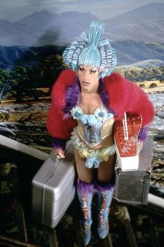 Pom-pom making prisoners, melting costumes and a cross-dressing Tony Curtis: the behind-the-scenes tales from the watershed movie on its birthday Gay Costume, Movie Costumes, Cool Costumes, Drag Queens, Drag Queen Costumes, Priscilla Queen, Peter And The Starcatcher, Rupaul Drag Queen, Guy Pearce