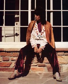 Keith Richards wasn't only a great musician, he was also a style icon. Everything about this outfit is amazing.