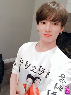 Find images and videos about kpop, bts and jungkook on We Heart It - the app to get lost in what you love. Jungkook Selca, Vlive Bts, Jungkook Cute, Jungkook Oppa, Bts Bangtan Boy, Namjoon, Jung Kook, Busan, Foto Bts