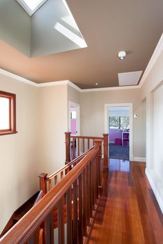 This particular skylight house is honestly a striking style construct. Diy Skylight, Skylight Covering, Skylight Bedroom, Skylight Design, Modern Skylights, Colored Ceiling, Ceiling Color, Contemporary Bedroom Decor, Timber Windows