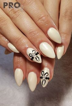 by Sonia Wieczorek, Follow us on Pinterest. Find more inspiration at www.indigo-nails.com #nailart #nails #nude