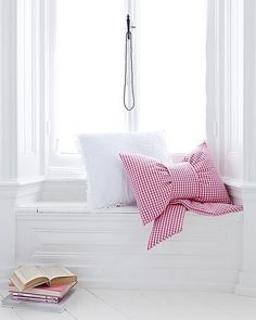 What every girl needs - a cozy spot to read w/ a bow pillow!