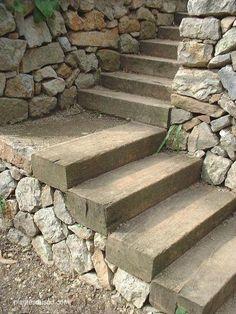 Terrasse en bois et escalier en traverse bois | aménagement jardin ...