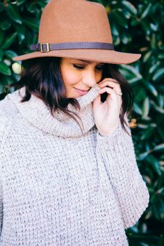 A cozy turtleneck or cowl neck sweater is a winter wardrobe essential. Pair it with dark denim & an on-trend felt hat for a stylish weekend look.