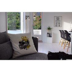 'The King' #pillow #poster #interior #design #scandinavian #home #decor #nrodic #inspiration #black #white