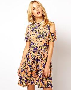 Aumentar Vestido camisero con hombros descubiertos y estampado floral de ASOS