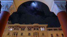 Το μπλε φεγγάρι πάνω από την Αριστοτέλους (Ιανουάριος 2018) Crete Greece, Thessaloniki, Daydream, Hospitality, Louvre, Building, Travel, Viajes, Buildings
