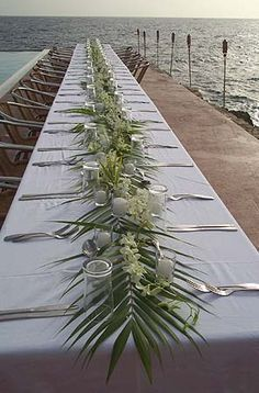Beach wedding table decorations - palm fronds and white tropical flowers. Wedding Table Decorations, Table Centerpieces, Tropical Centerpieces, Beach Wedding Centerpieces, Simple Table Decorations, Garland Wedding, Decor Wedding, Wedding Reception, Wedding Day