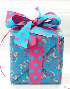 Fuchsia and turquoise polka dot ribbon, paisley gift wrap Wrapping Ideas, Creative Gift Wrapping, Present Wrapping, Creative Gifts, Pretty Packaging, Gift Packaging, Little Presents, Pretty Box, Christmas Gift Wrapping