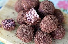These cherry ripe inspired Paleo chocolate truffles recipe is grain-free, dairy-free, raw, vegan and contain only natural sugar. Easy to make yet decadent. Dairy Free Chocolate, Chocolate Bark, Chocolate Truffles, Vegan Truffles, Healthy Chocolate, Chocolate Recipes, Paleo Sweets, Paleo Dessert, Healthier Desserts