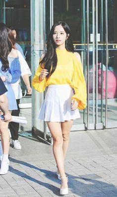 ✿ Pinterest: ♚ Ⓜⓞⓞⓝⓘⓔ ♚  『 Save = Follow 』#Moonie Airport Fashion Kpop, Kpop Fashion, High Fashion, Womens Fashion, Cosmic Girls, Airport Style, My Princess, Me As A Girlfriend, Kpop Girls