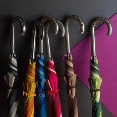 【+RING】Patchwork Umbrella 60cm 晴雨兼用の商品詳細ページです。デットストックの材料を活かしたサスティナブル精神と独自の特殊加工により、独創性あふれるパッチワーク傘が誕生。こんな傘があれば雨の日が楽しくなるに違いない!