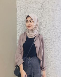 Discover recipes, home ideas, style inspiration and other ideas to try. Hijab Style Dress, Modest Fashion Hijab, Modern Hijab Fashion, Street Hijab Fashion, Casual Hijab Outfit, Hijab Chic, Casual Outfits, Fashion Outfits, Muslim Fashion