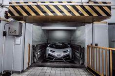 White Lamborghini Veneno Roadster Arrives in Hong Kong.More cars...
