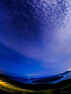 七夕の夜、さきほど撮影した織姫星(画面上の明るい星)と彦星(中央やや右)です。 下は屈斜路湖。北海道美幌峠にて。 pic.twitter.com/B1j9mzYU01  — KAGAYA (@KAGAYA_11949) 2014, 7月 7