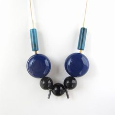 NEW - M01 Lucite and onyx beads necklace
