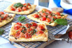Wil jij voordat de paasdrukte begint nog eveneen snel ensimpel gerechtje op tafel zetten? Maak dan deze eenpersoons hartigetaartjes met tomaat, mozzarel