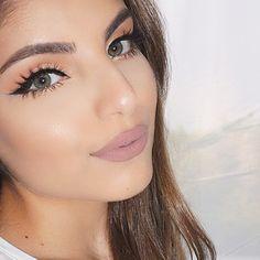 Love the peach eyeshadow with a neutral lip.