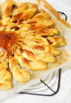 Bonjour tout le monde, Après ma tarte soleil noisettes et praliné, je reviens comme promis aujourd'hui avec une recette de tarte soleil salée (n'oubliez pas que le livre est toujours à …
