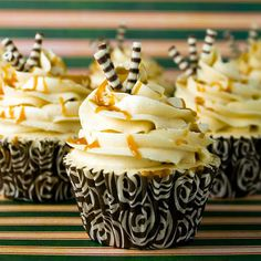 Cupcakes de Caramelo - tasted and delicious (but with leche merengada instead of caramel) Pancake Cupcakes, Sweet Cupcakes, Baking Cupcakes, Yummy Cupcakes, Cupcake Cookies, Cupcake Recipes, Dessert Recipes, Cupcake Cupcake, Cupcake Towers