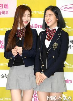 ITZY Chaeryung and Ryujin, all smiles at their graduation South Korean Girls, Korean Girl Groups, Princess Fiona, All Smiles, Pretty Pictures, Art School, Skater Skirt, Graduation, Female
