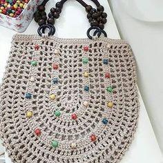 This Pin was discovered by Mar Crochet Clutch, Crochet Bracelet, Crochet Handbags, Crochet Poncho, Crochet Purses, Filet Crochet, Crochet Yarn, Crochet Market Bag, Crochet World