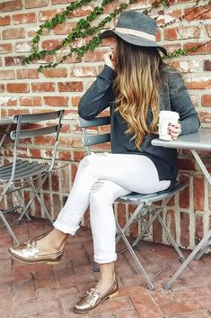 Fall fashion metallic color trend mocassins roses, looks com tenis, gold flats outfit, Gold Flats Outfit, Loafers Outfit, Oxfords, Casual Outfits, Cute Outfits, Fashion Outfits, Golden Shoes, Look Office, Feminine Fashion