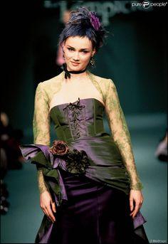 Marine Delterme - Défilé de mode Lolita Lempicka, collection prêt-à-porter automne-hiver 1996-1997. A Paris en 1996.